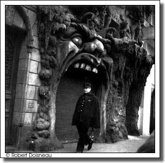 Porte de l'enfer, boulevard de Clichy, Paris IX, 1952