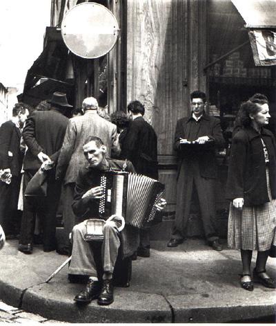 L'Accordéoniste, rue Mouffetard, Paris, 1951